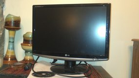 "19"" LG 1080p HD LCD Monitor in Fort Campbell, Kentucky"