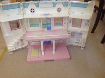 Fisher price dollhouse in Chicago, Illinois